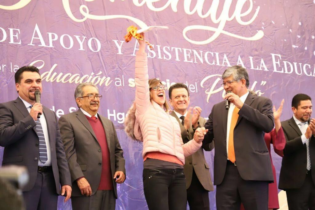 SNTE en Hidalgo despide año con rifa de 6 automóviles y Calibre 50