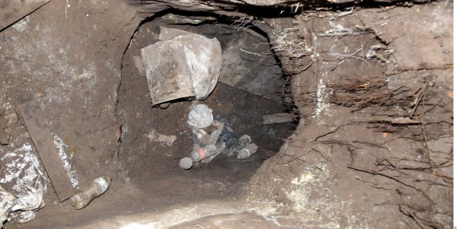 Huachicol escondido dentro de un panteón