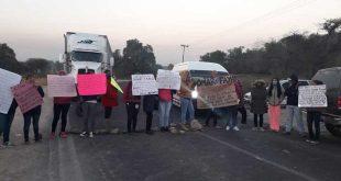 Padres de familia se manifiestan en Tetepango y Atitalaquia