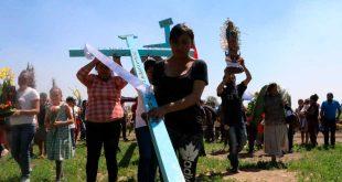 Colocan cruces y flores en el sitio de la explosión en Tlahuelilpan Foto: Juan Carlos Villegas