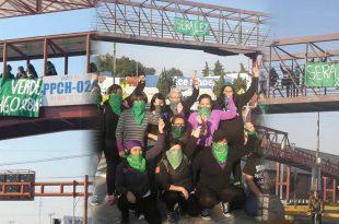 """Integrantes de Marea Verde colocaron mantas de """"aborto legal"""" en Pachuca"""