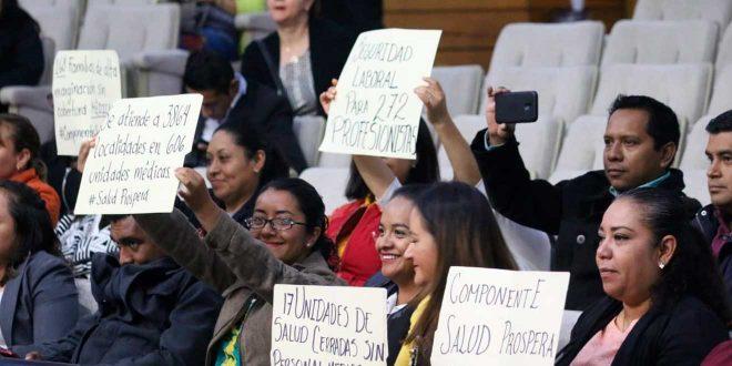 Llevan a cabo manifestaciones durante la sesión del Congreso de Hidalgo