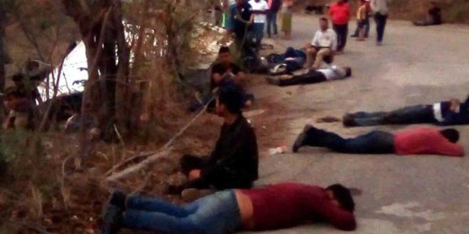 Mueren 25 migrantes en volcadura