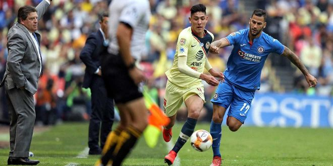 Coquetea PSV con Edson Álvarez