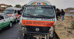 Choca combi contra puente en la carretera Pachuca-Tulancingo