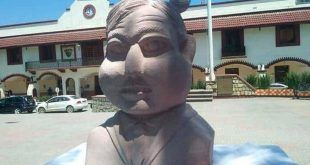 AMLO busto