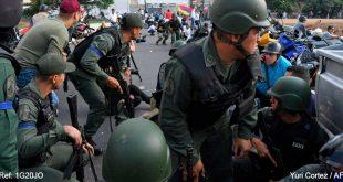 """Militares se sublevan en apoyo a Guaidó y Maduro denuncia un """"golpe de Estado"""""""