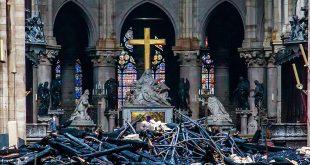 Violaron prohibición de fumar en Notre Dame