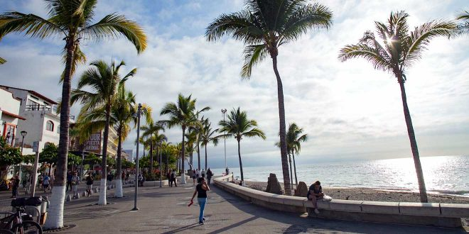 Lidera Vallarta ocupación en playas