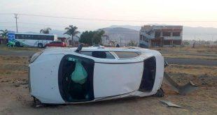 Conductora volcó su aturo en la Pachuca-Actopan