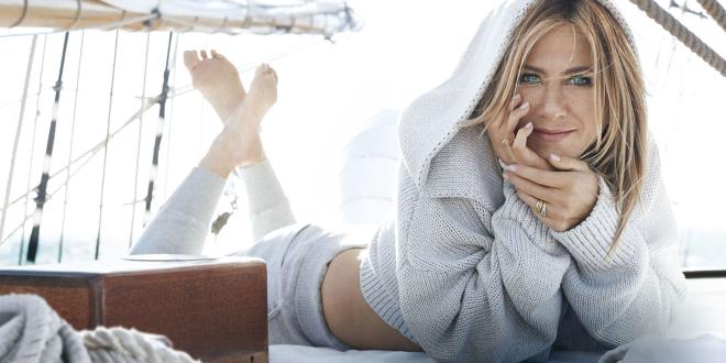 Posa Jennifer Aniston en topless