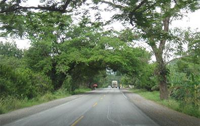 Bloquean carretera en la Huasteca por 3 homicidios no resueltos