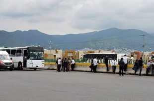 Bloquean transportistas la México-Pachuca