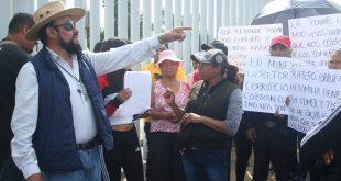 Se manifiestan tianguistas en el Congreso local